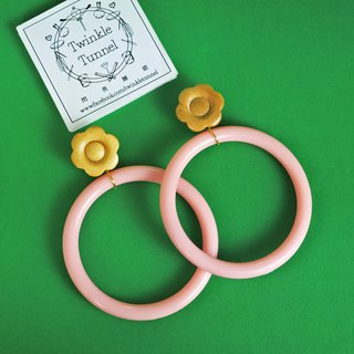 Petal pink large rubber ring earrings