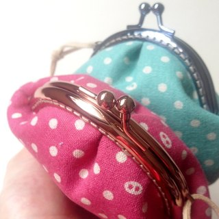Hm2. Little piglet nose pink peach shell. Gold bag