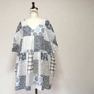 Scandinavian double gauze tunic One piece Random dot pattern Pale blue