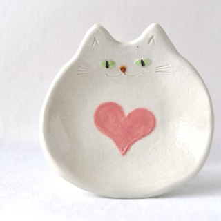 Small plate of a cat that designed pink-heart