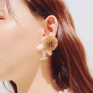 Heart Dance | Dry Flower Ear Pin