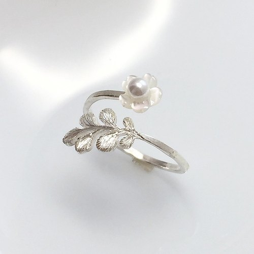 Small flower shell pearl and leaves 925 sterling silver ring