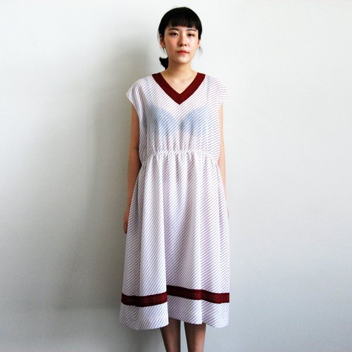 Ancient twill V-neck dress