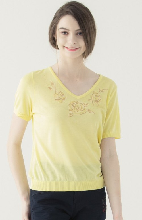 [KIINO] special Seiko embroidered V-neck sweater --1851-1389 light yellow
