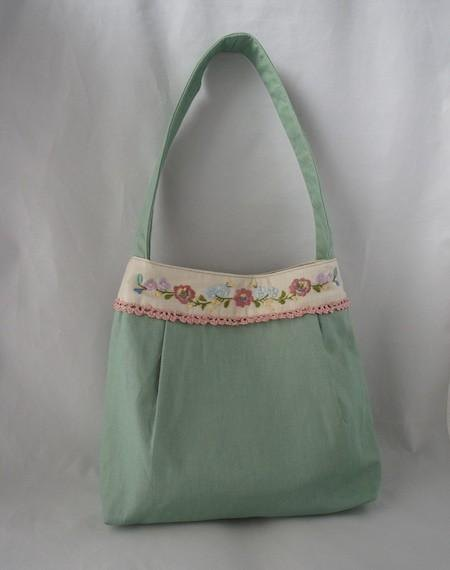 Shoulder of embroidery and crochet Bag