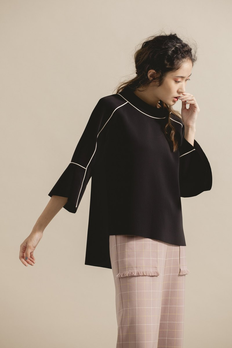 Space cotton trumpet sleeve top