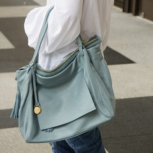 La Poche Secrete: French girl handsome package _ _ blue skies genuine leather shoulder bag slung dual _1974