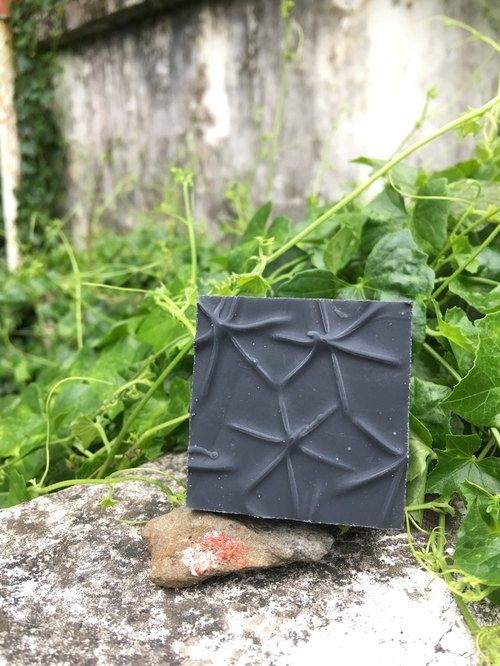[Flowers and a skim] bamboo charcoal to soap soap money
