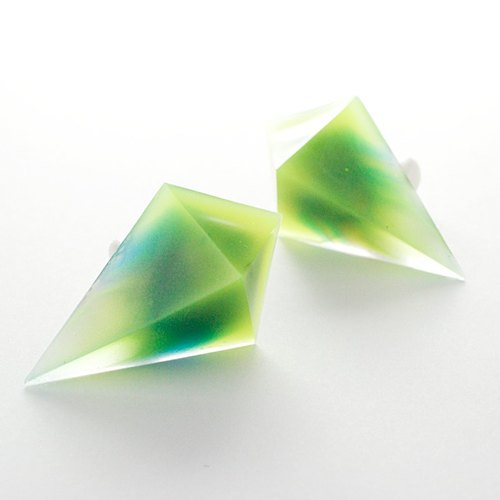 Acute angle pyramid Thermo earrings (Valkyrie)