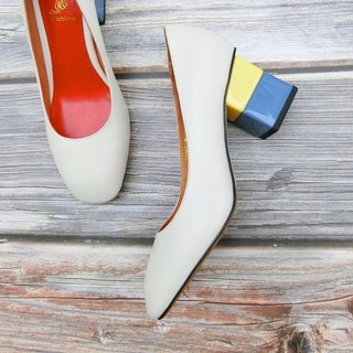 Two-tone building block heel shoes | | One-third of the bright white rose | | #8112