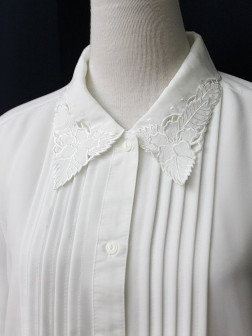 【RE0916T244】 early autumn elegant retro fresh hibiscus embroidery lapel white ancient shirt