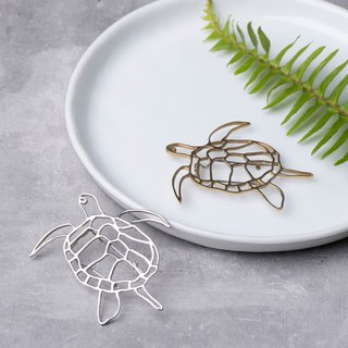 . In The Ocean. NO.5 Turtle Pin