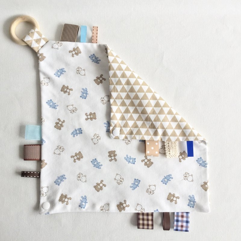 Homycat taggie blankie + triangle bib/ neck napkin (with wooden ring)
