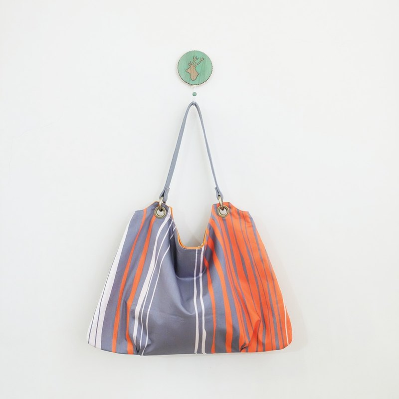 Tank water trapezoidal air feel pleated bag leather leather to turn the surface for color orange + gray
