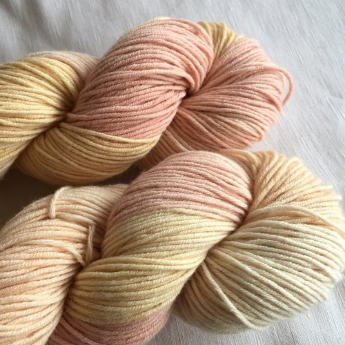 Hand-dyed merino blended yarn - dyed pink sauce mud