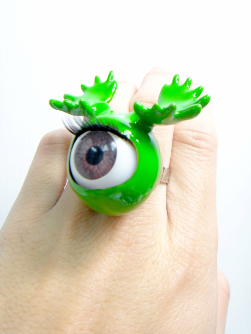 TIMBEE LO 綠色鹿角眼珠戒指 Antlers Eyeball  with Green Epoxy Ring