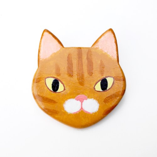 Animal brooch / yellow tabby