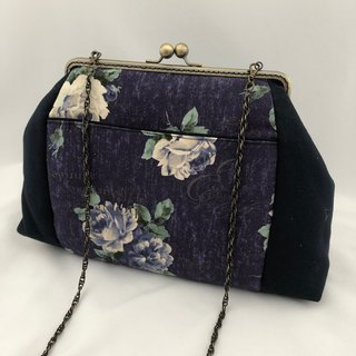 Flower square chain mouth gold bag on blue purple cloth