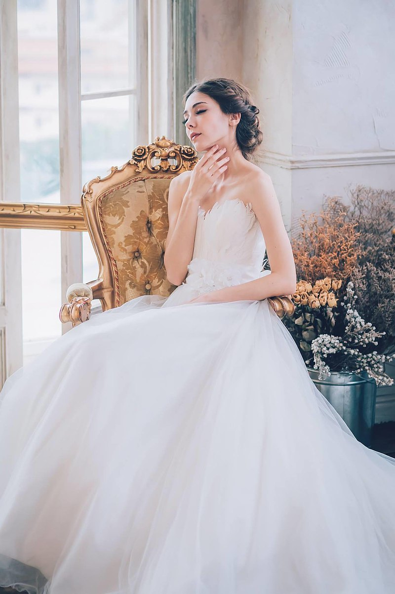 羽毛馬甲白紗婚紗禮服