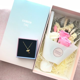 Sincerity Gift [Flower Flower Gift Set] Little Bee Necklace + Rose Soap Bouquet Not Mini