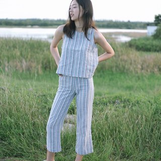Blue striped cropped pants