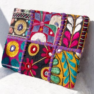 Valentine's Day gift limited handmade embroidery ancient cloth bag / ethnic bag / camera bag / cosmetic bag / mobile phone bag / clutch bag - desert national old cloth embroidery totem