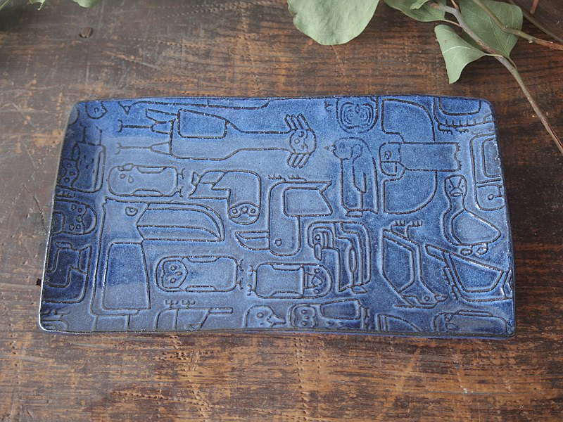 Blue rectangle plate with relief birds