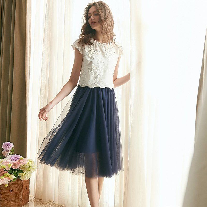 Agnes Elegant Three-dimensional Embroidered Applique Top + Blue Short Tulle Skir