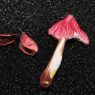 [Beautiful] original hand-embroidered mushroom brooch near conical wet umbrella