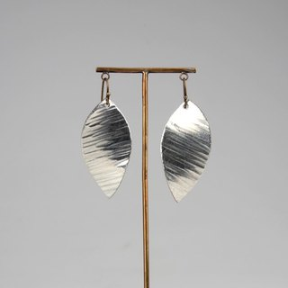 Pure tin leaf earrings (flying)
