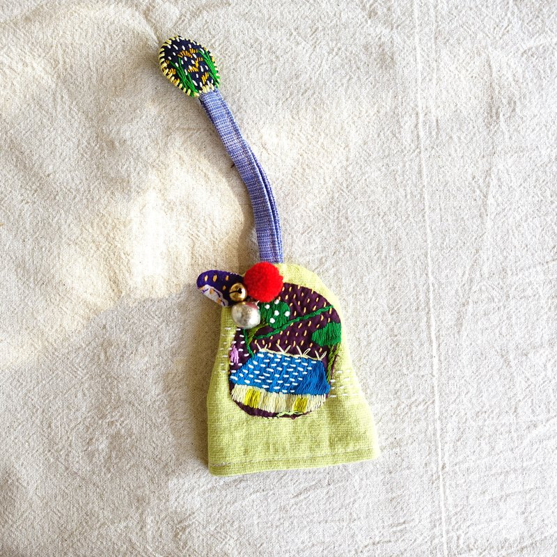 DUNIA handmade / farmhouse gourd key set / Hmong embroidered key cover - Tian Xinzhuang