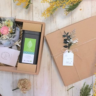 |Dear Mom|Mothers Day. Dry bouquet. Carnations. Organic tea leaves. Sun Moon Lake Red Jade. Gift box