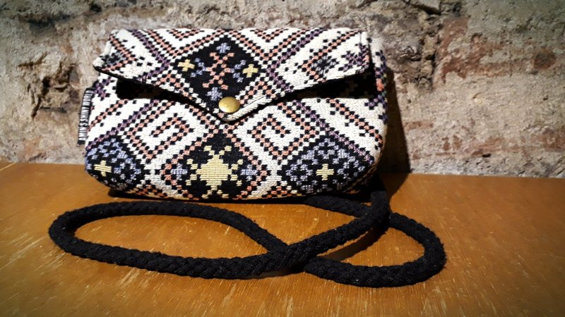 AMIN'S SHINY WORLD Hand-made Lingge National Geometry Jacquard Fabric Seagull Cover Copper Button Shoulder Bag