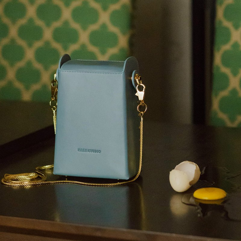 Fertilizer box | Smoke blue cigarette case retro street shot oblique backpack shoulder bag leather first layer leather