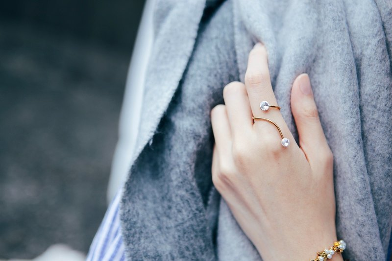 COR-DATE-Minimalism-Comet Ring