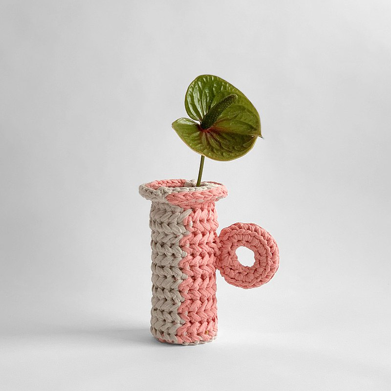 Hand knitting Flower vase (apricot)