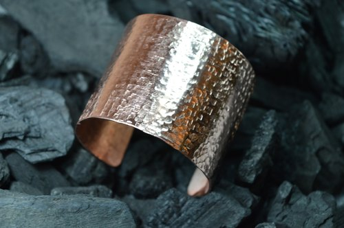 wide rustic copper bracelet - handmade in Spain