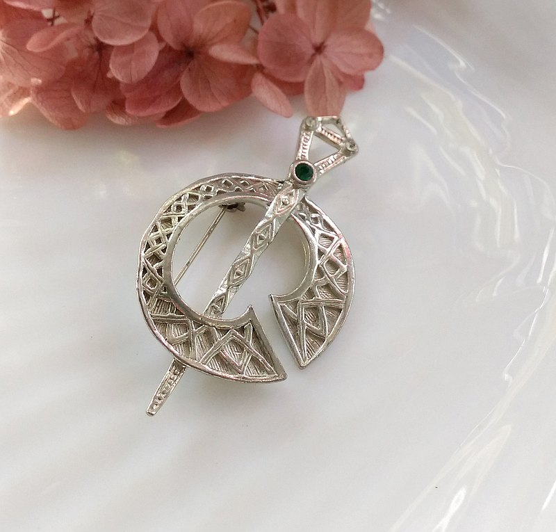 Western antique jewelry. Scottish Celtic style motif Celtic ring pin