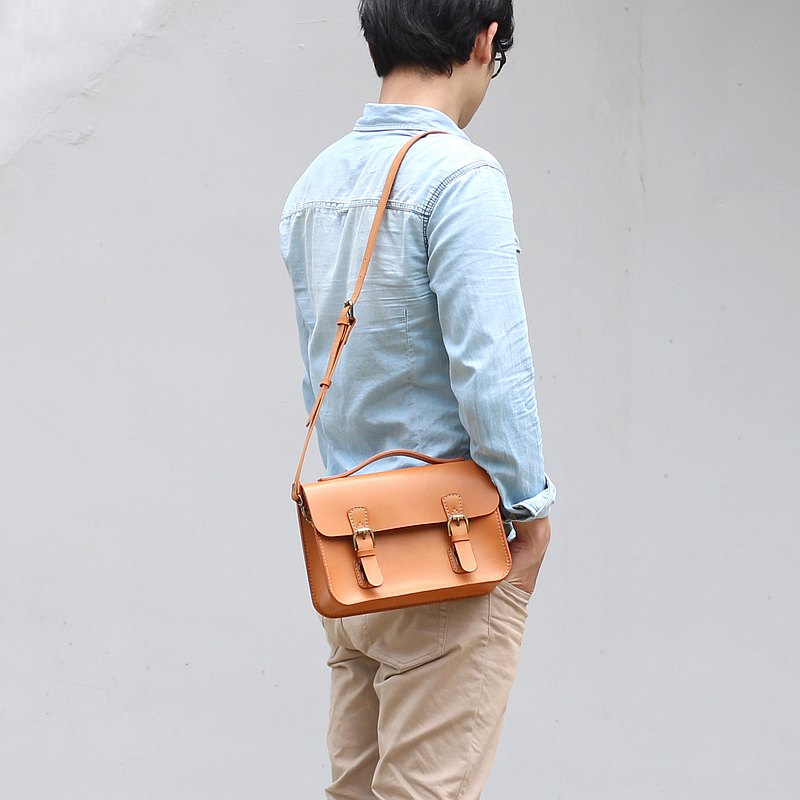 Double buckle small bag / side backpack - Camel