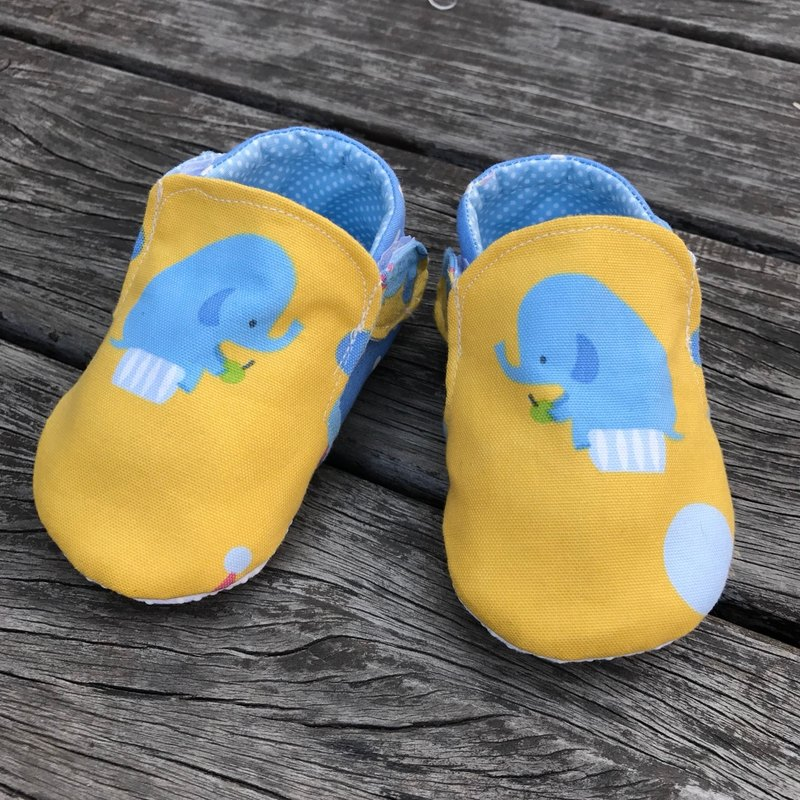 Elephant loves apple toddler shoes