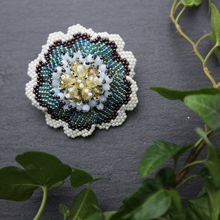 Beaded Flower Brooch (Green) / beads flower brooch
