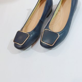 Gold square flat shoes | | Lady Chatterley's lover prologue Prussian blue | | #8121