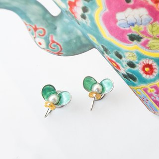 Butterfly in Love with Flowers NO.5 | Handmade stainless steel earring