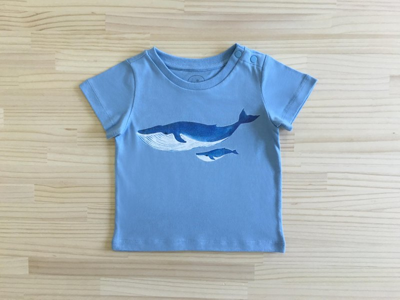 gujui love whales - organic cotton short-sleeved shirt - blue