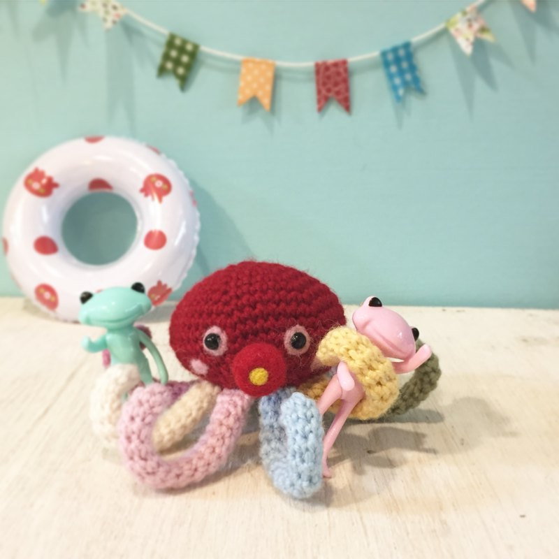 Handmade Japanese Merino wool woven octopus dolls can be used with the wonderfulfrog frog to take pictures