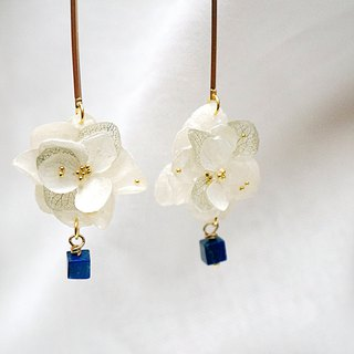 <hydrangea> lapis lazuli earrings - drape (order order)