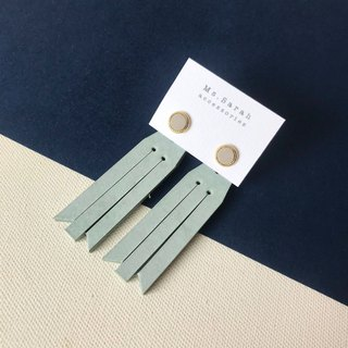 Leather earrings_ Round frame No. 7 works #6_Fringe models _ Gray and white with mint green (can be changed)