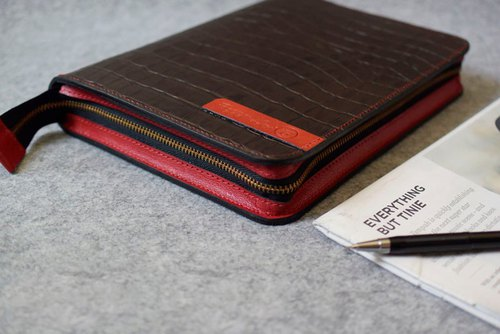 YOURS zipper loose-leaf notebook A5size coffee crocodile pattern + red leather