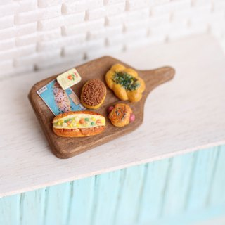 Miniature Taiwan Bread Set Pin