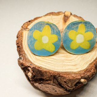 Hand-painted earrings // flower